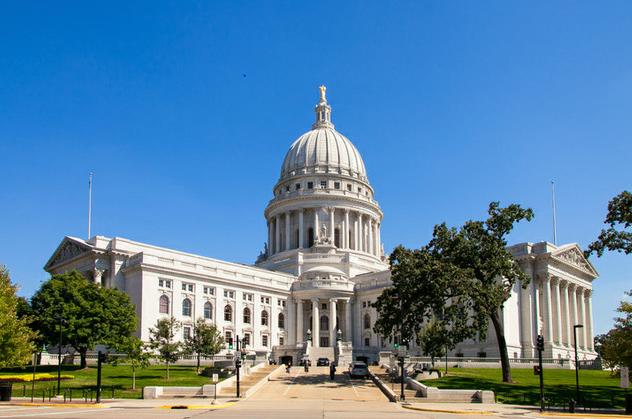 Trabajadores indocumentados y beneficios de compensación al trabajador en Wisconsin
